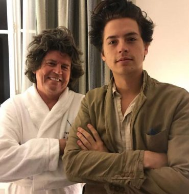 Dylan and Cole Sprouse parents photo