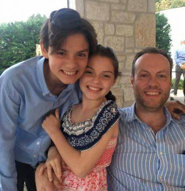 Louis Partridge parents photo