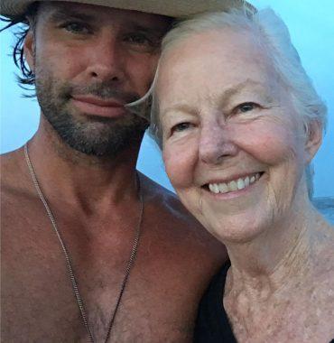 Walton Goggins parents photo