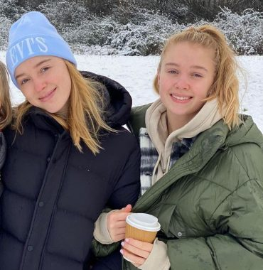 Phoebe Dynevor siblings photo